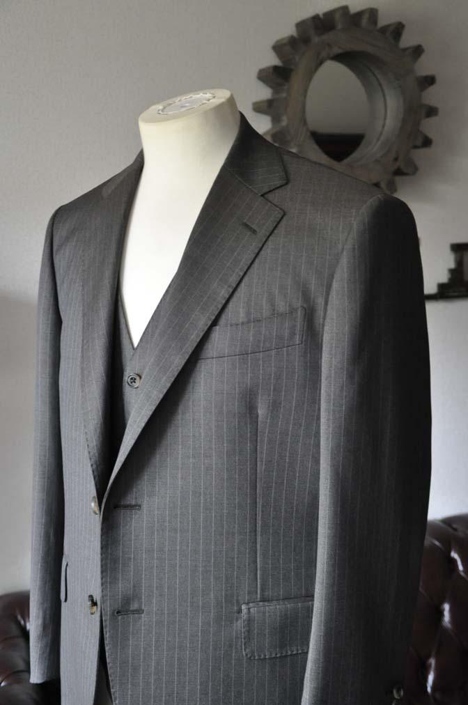 DSC0127-2 お客様のスーツの紹介- Biellesi グレーストライプスリーピース-