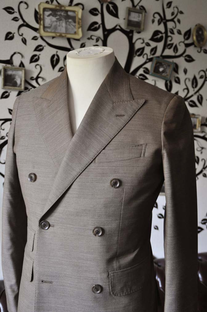 DSC0127-3 お客様のスーツの紹介- 御幸毛織 無地ブラウンダブルスーツ-