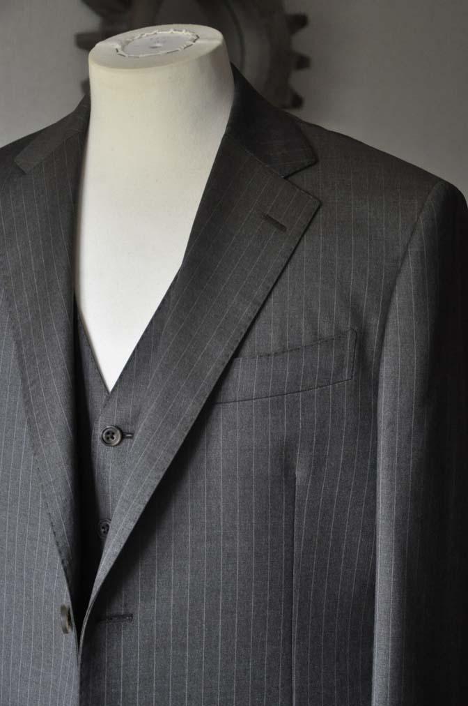 DSC0128-3 お客様のスーツの紹介- Biellesi グレーストライプスリーピース-
