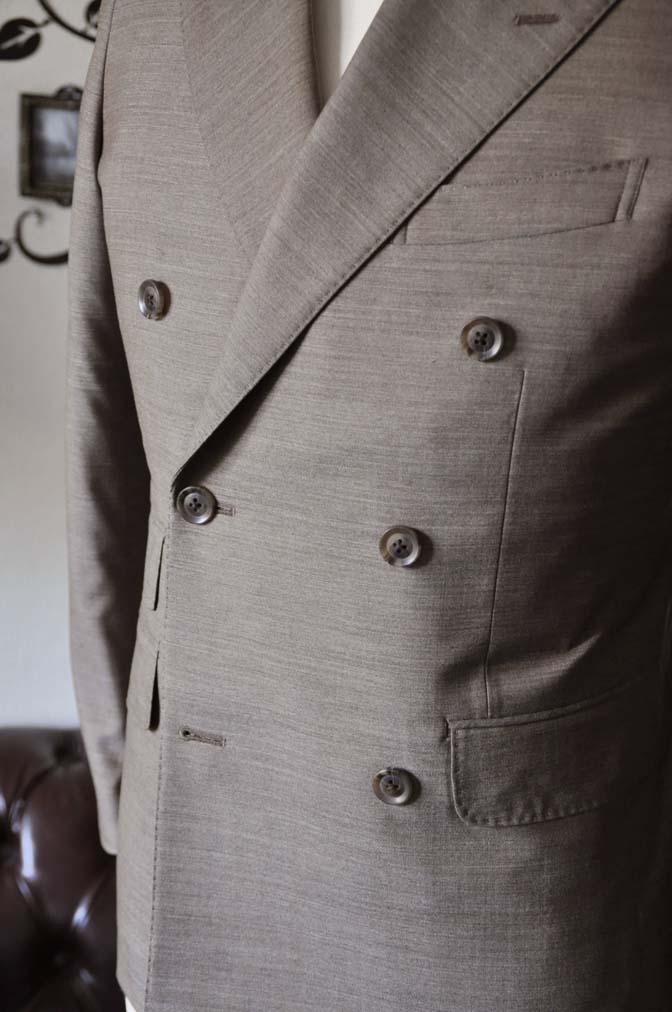 DSC0129-5 お客様のスーツの紹介- 御幸毛織 無地ブラウンダブルスーツ-DSC0129-5 お客様のスーツの紹介- 御幸毛織 無地ブラウンダブルスーツ- 名古屋市のオーダータキシードはSTAIRSへ