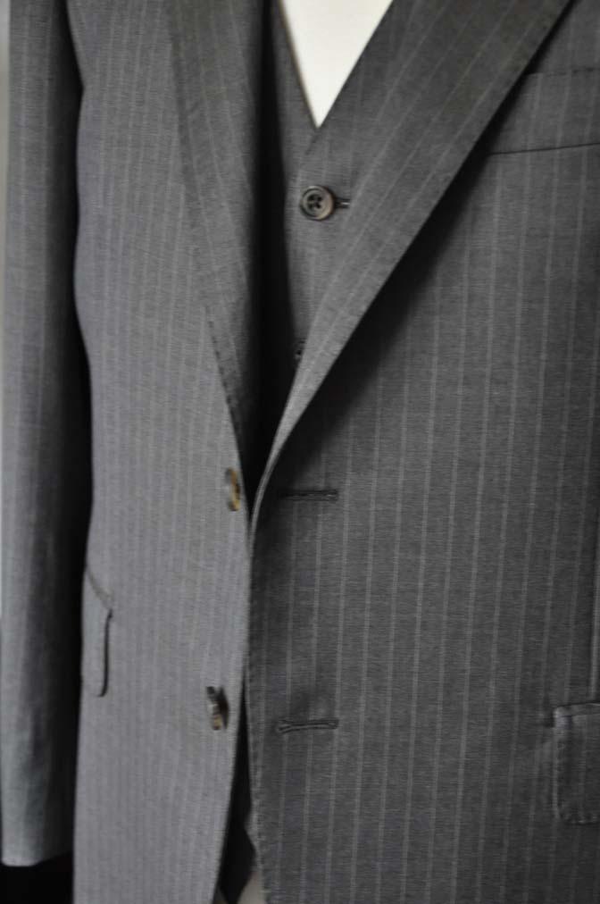 DSC0130-1 お客様のスーツの紹介- Biellesi グレーストライプスリーピース-