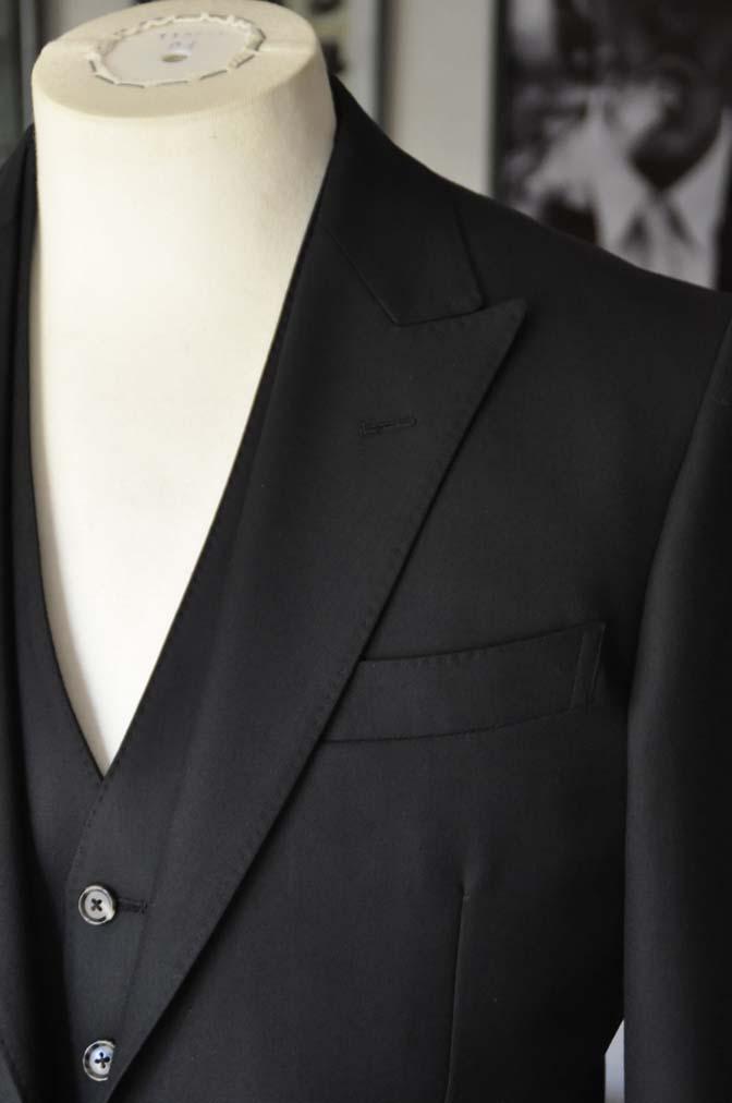 DSC01302 お客様のスーツの紹介- 無地ブラックスリーピーススーツ-