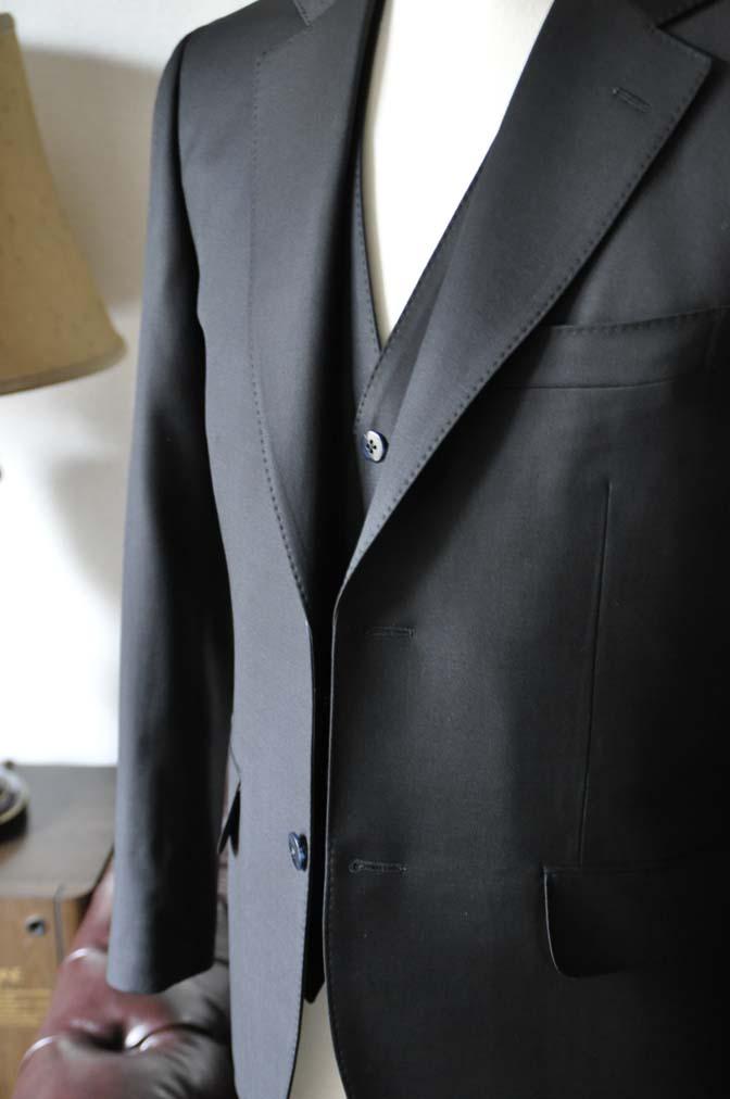 DSC0132-3 お客様のスーツの紹介-CANONICO無地ブラック スリーピース-
