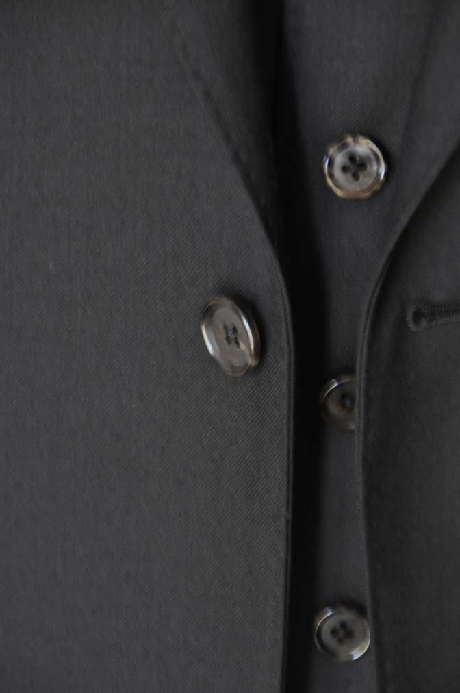 DSC01332 お客様のスーツの紹介- 無地ブラックスリーピーススーツ-
