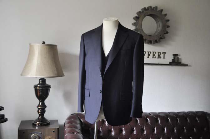 DSC0135-3 お客様のスーツの紹介- CANONICO 無地ネイビースリーピース- 名古屋の完全予約制オーダースーツ専門店DEFFERT
