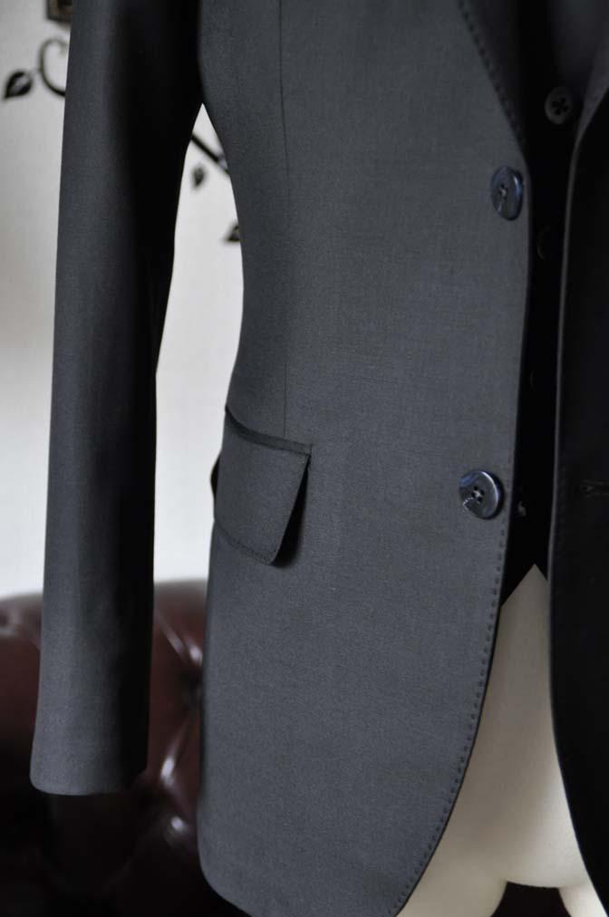 DSC0135-4 お客様のスーツの紹介-CANONICO無地ブラック スリーピース-