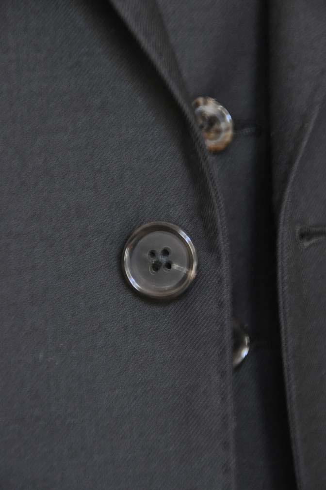 DSC01352 お客様のスーツの紹介- 無地ブラックスリーピーススーツ-