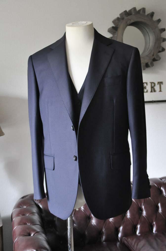 DSC0136-3 お客様のスーツの紹介- CANONICO 無地ネイビースリーピース- 名古屋の完全予約制オーダースーツ専門店DEFFERT