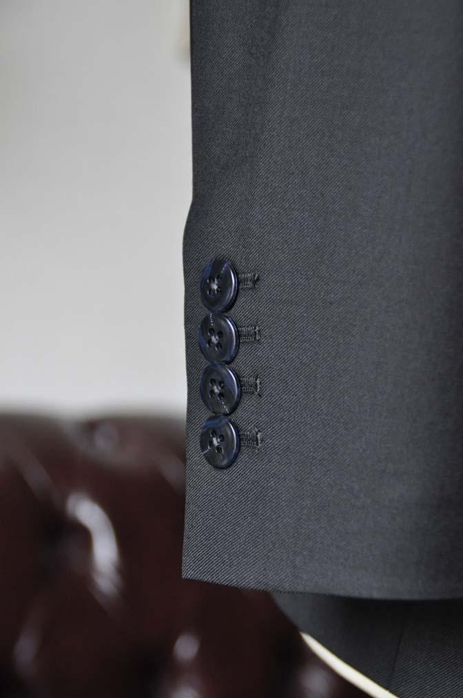 DSC0136-4 お客様のスーツの紹介-CANONICO無地ブラック スリーピース-