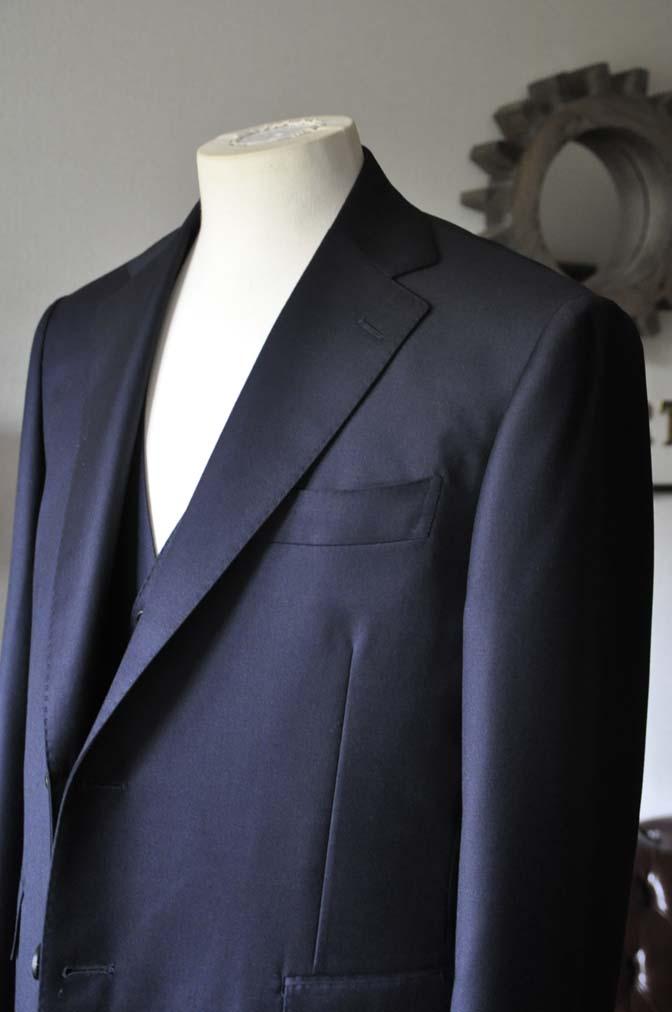 DSC0137-2 お客様のスーツの紹介- CANONICO 無地ネイビースリーピース- 名古屋の完全予約制オーダースーツ専門店DEFFERT