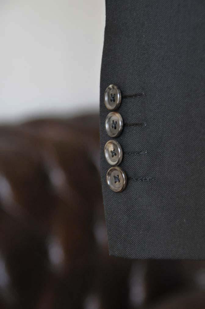 DSC01372 お客様のスーツの紹介- 無地ブラックスリーピーススーツ-