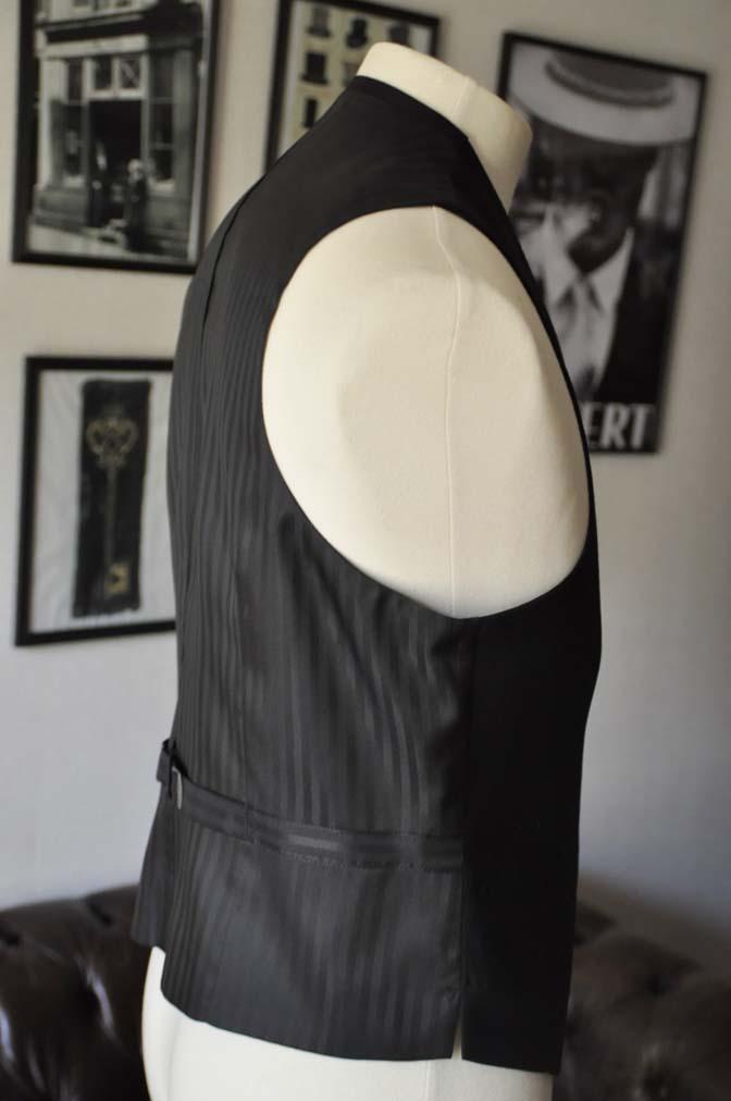 DSC0139 お客様のスーツの紹介- 無地ブラックスリーピーススーツ-