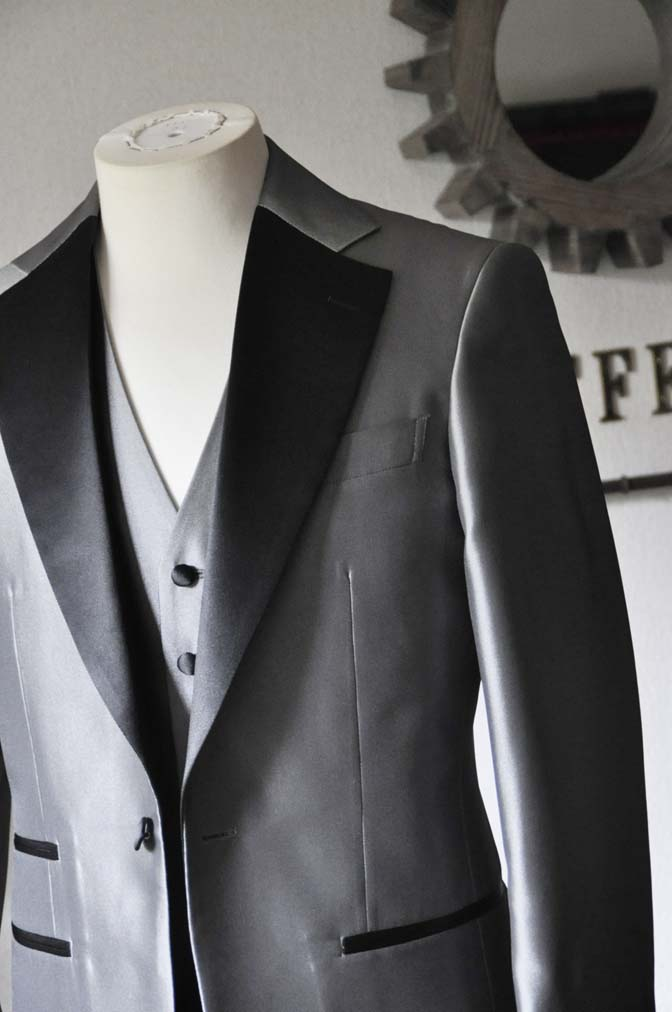 DSC0153-2 お客様の衣装の紹介- シルバーデザインタキシード スリーピース- 名古屋の完全予約制オーダースーツ専門店DEFFERT