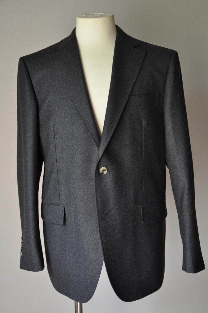 DSC0158 お客様のジャケットの紹介-DARROW DALE 無地グレーフランネル- 名古屋の完全予約制オーダースーツ専門店DEFFERT