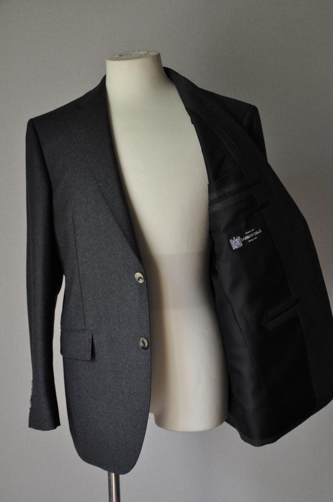 DSC0159 お客様のジャケットの紹介-DARROW DALE 無地グレーフランネル- 名古屋の完全予約制オーダースーツ専門店DEFFERT
