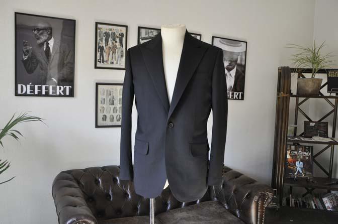 DSC0161-1 お客様のスーツの紹介- Biellesi ブラックスーツ-
