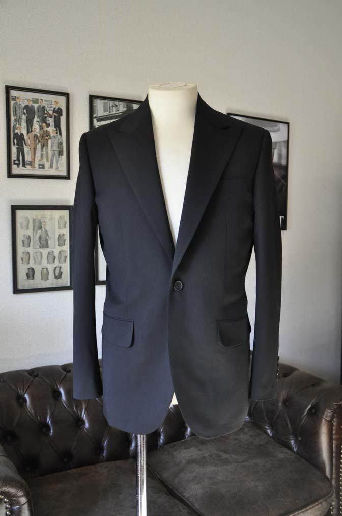 DSC0162-1 お客様のスーツの紹介- Biellesi ブラックスーツ-