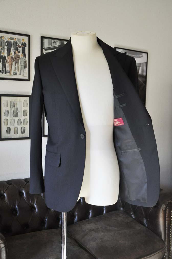 DSC0163 お客様のスーツの紹介- Biellesi ブラックスーツ- 名古屋の完全予約制オーダースーツ専門店DEFFERT
