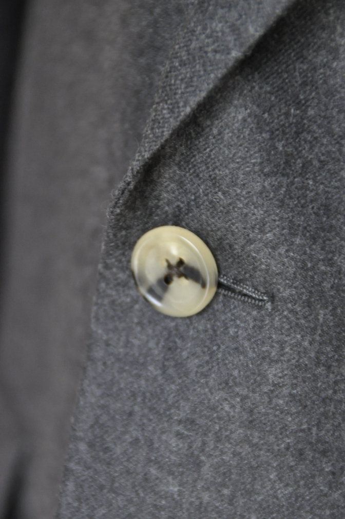 DSC0165 お客様のジャケットの紹介-DARROW DALE 無地グレーフランネル- 名古屋の完全予約制オーダースーツ専門店DEFFERT