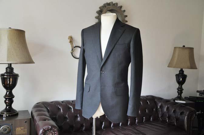 DSC0169-4 お客様のスーツの紹介- 無地チャコールグレースーツ-