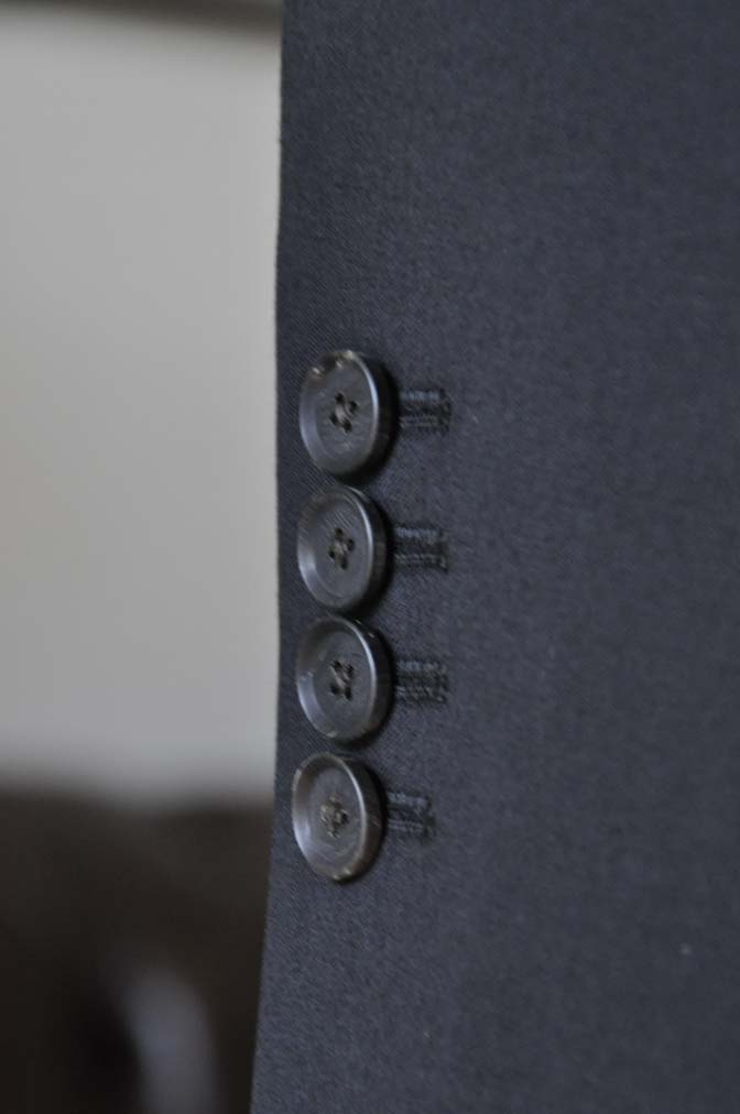 DSC0172-1 お客様のスーツの紹介- Biellesi ブラックスーツ-