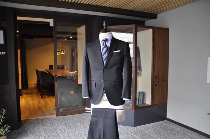 DSC0173-5 オーダースーツの紹介-ブラックスーツ-