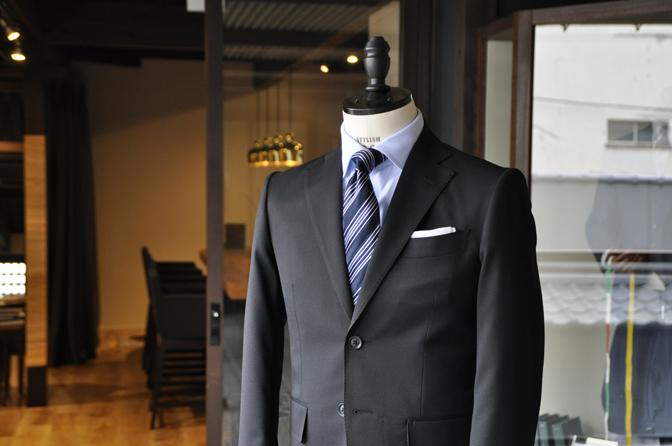 DSC0175-5 オーダースーツの紹介-ブラックスーツ-