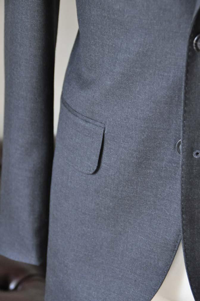 DSC0177-2 お客様のスーツの紹介- 無地チャコールグレースーツ-