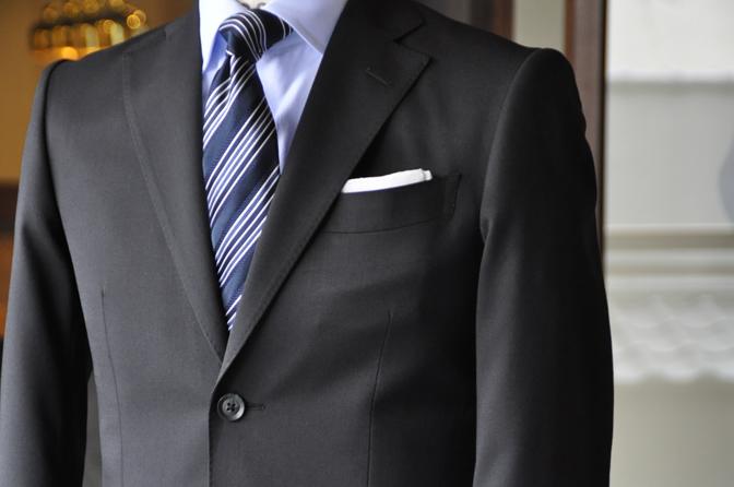 DSC0177-4 オーダースーツの紹介-ブラックスーツ-