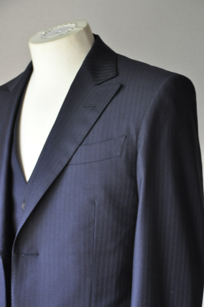 DSC0178 お客様のスーツの紹介-BIELLESI ネイビーストライプスリーピース-
