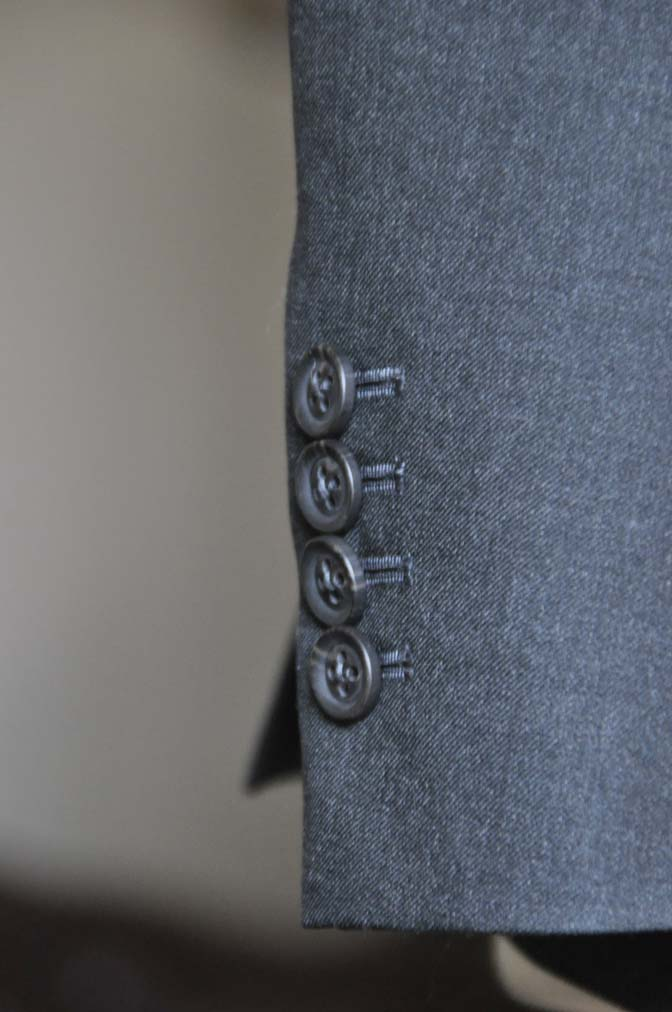DSC0180-2 お客様のスーツの紹介- 無地チャコールグレースーツ-