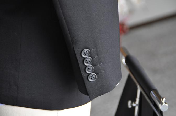 DSC0180-3 オーダースーツの紹介-ブラックスーツ-
