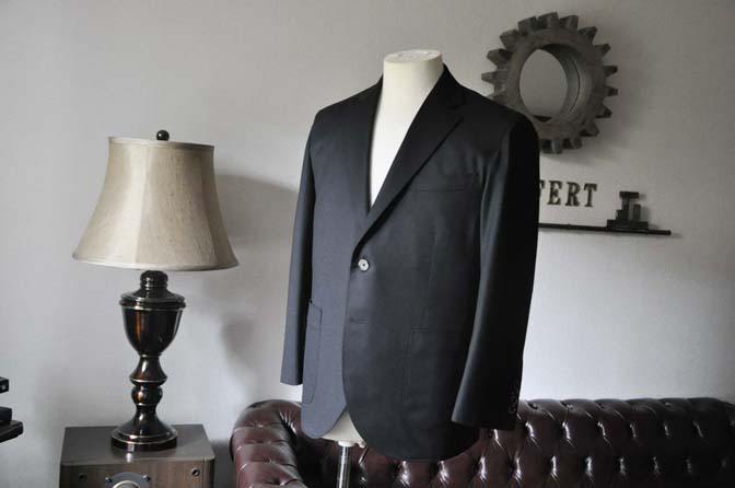 DSC0181-1 お客様のスーツの紹介- Biellesi 無地ブラックフランネルスーツ- 名古屋の完全予約制オーダースーツ専門店DEFFERT