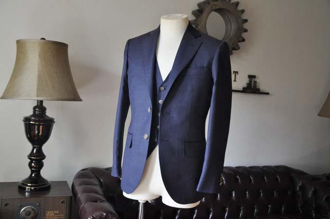 DSC0185-3 お客様のスーツの紹介- 御幸毛織 無地ネイビースリーピース-