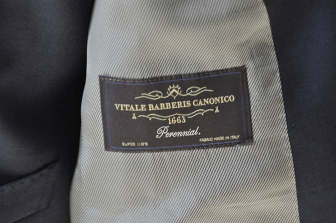 DSC0192-1 お客様のスーツの紹介- Canonico 無地ネイビースリーピース-