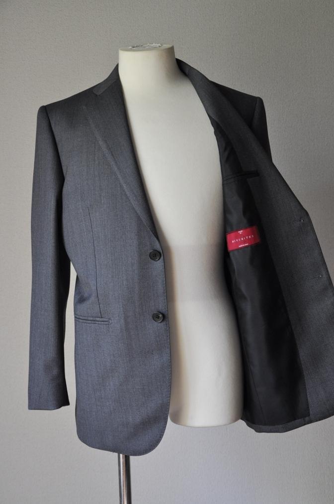 DSC0192 お客様のスーツの紹介-御幸毛織 Box Collection グレーバーズアイ-