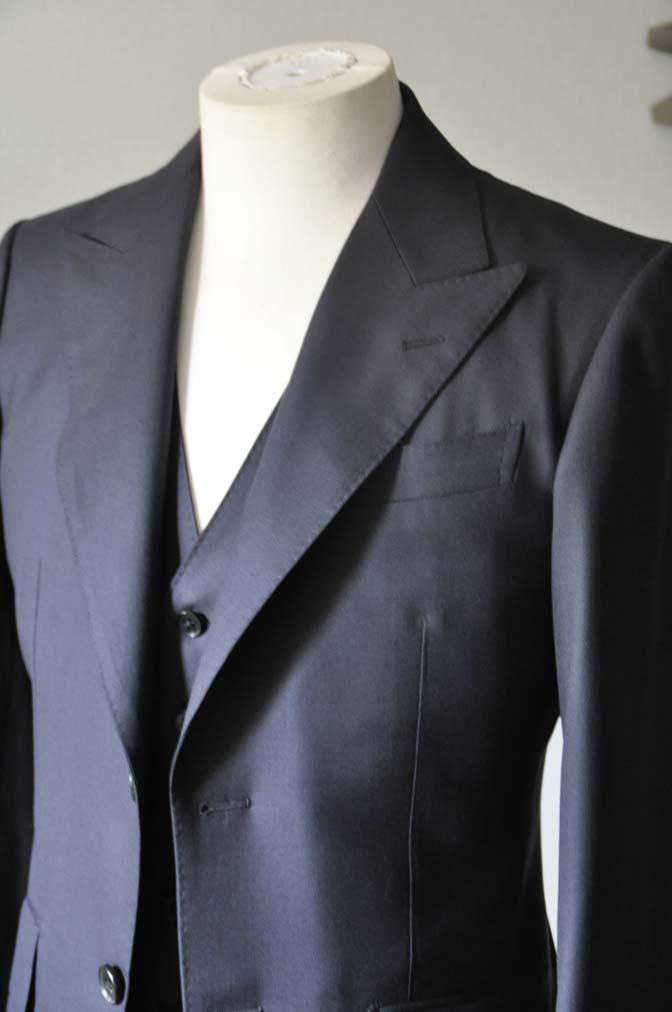 DSC0194-3 スーツの紹介- CAVENDISH 無地ネイビー スリーピース-