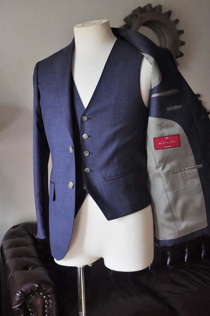 DSC0195-4 お客様のスーツの紹介- 御幸毛織 無地ネイビースリーピース-