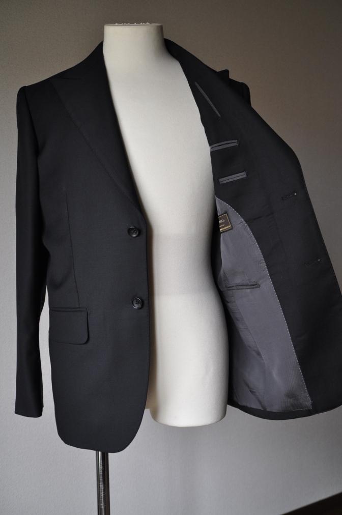 DSC01971 お客様のスーツの紹介-CANONICO ブラックスーツ-