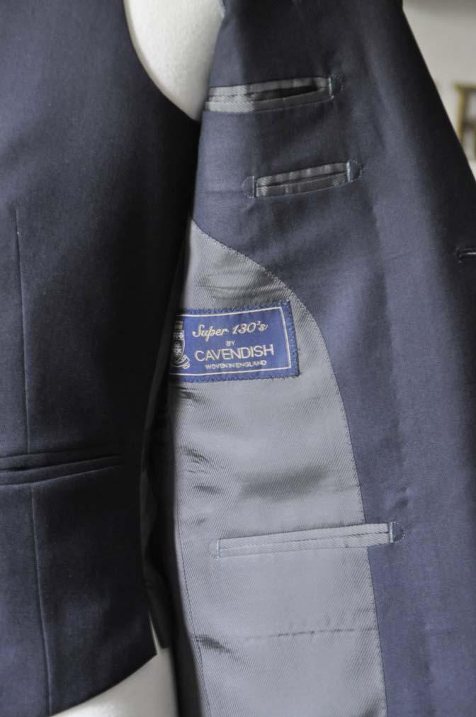 DSC0202-4 スーツの紹介- CAVENDISH 無地ネイビー スリーピース-