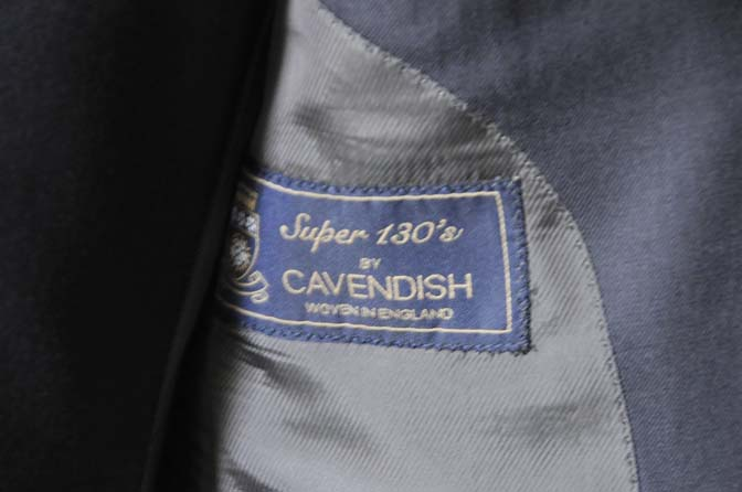 DSC0203-3 スーツの紹介- CAVENDISH 無地ネイビー スリーピース-