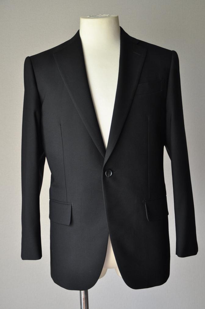 DSC02092 お客様の礼服の紹介-御幸毛織 ブラックスーツ コールパンツ グレーベスト-