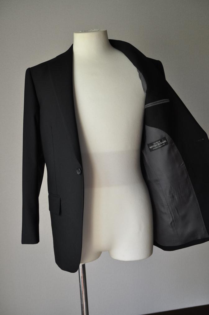 DSC02102 お客様の礼服の紹介-御幸毛織 ブラックスーツ コールパンツ グレーベスト-