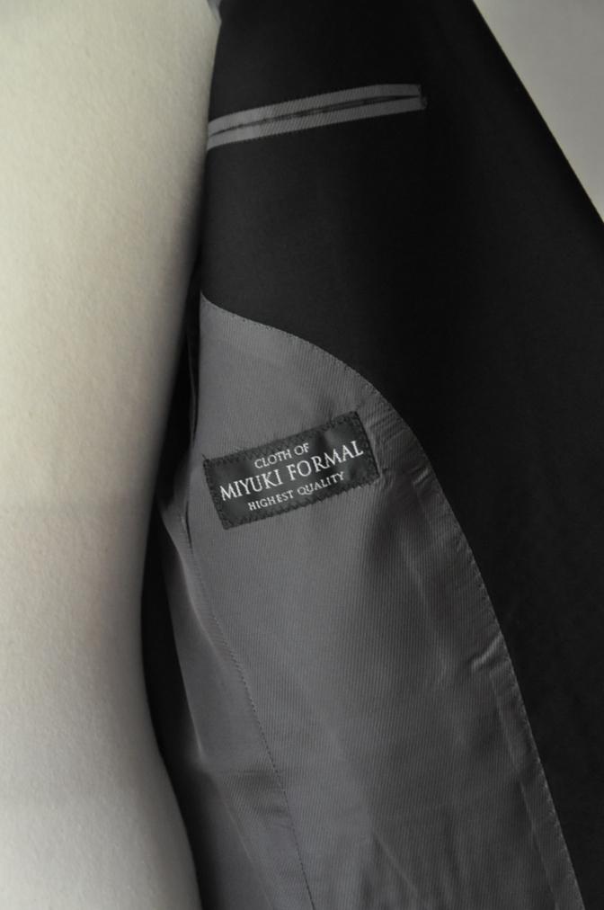 DSC02112 お客様の礼服の紹介-御幸毛織 ブラックスーツ コールパンツ グレーベスト-