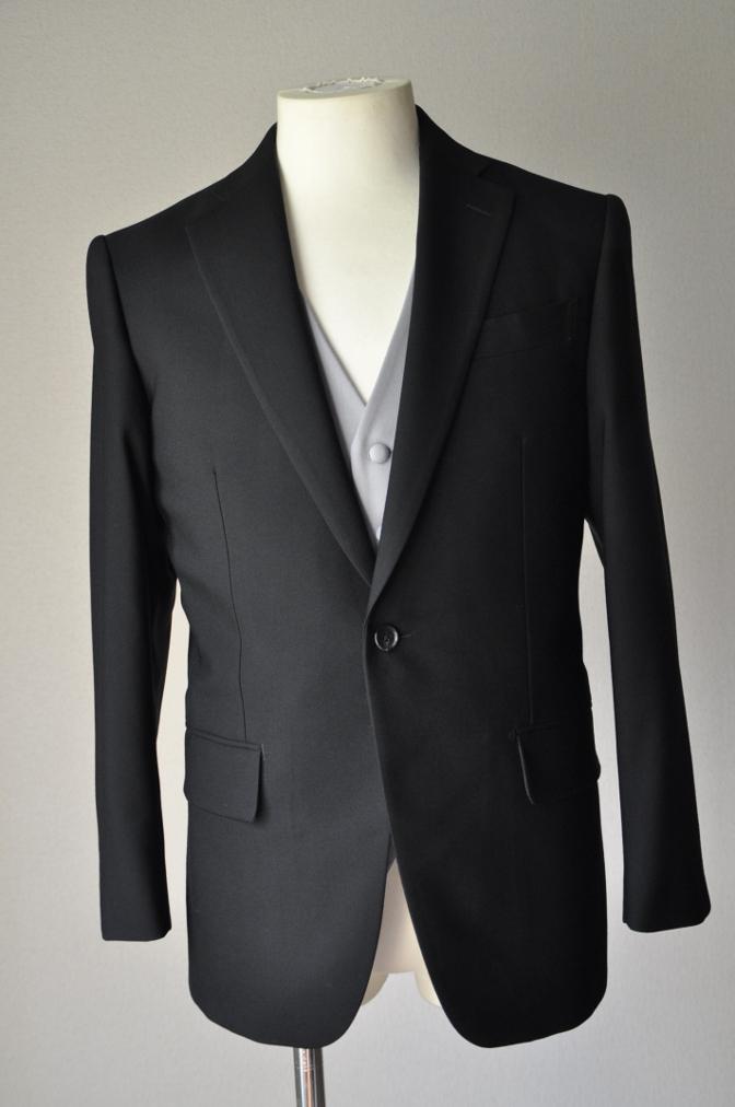 DSC02132 お客様の礼服の紹介-御幸毛織 ブラックスーツ コールパンツ グレーベスト-