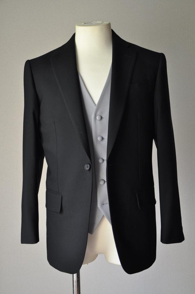 DSC02142 お客様の礼服の紹介-御幸毛織 ブラックスーツ コールパンツ グレーベスト-