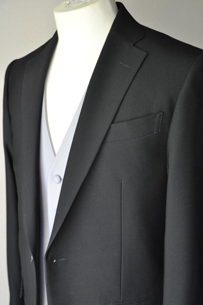 DSC02162 お客様の礼服の紹介-御幸毛織 ブラックスーツ コールパンツ グレーベスト-