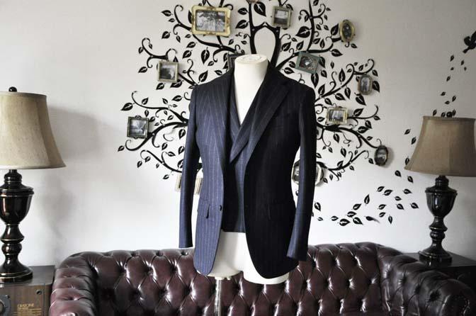 DSC0220-2 私のスーツの紹介-FOX BROTHERS フランネル ネイビーストライプ 襟付きダブルジレのスリーピース-