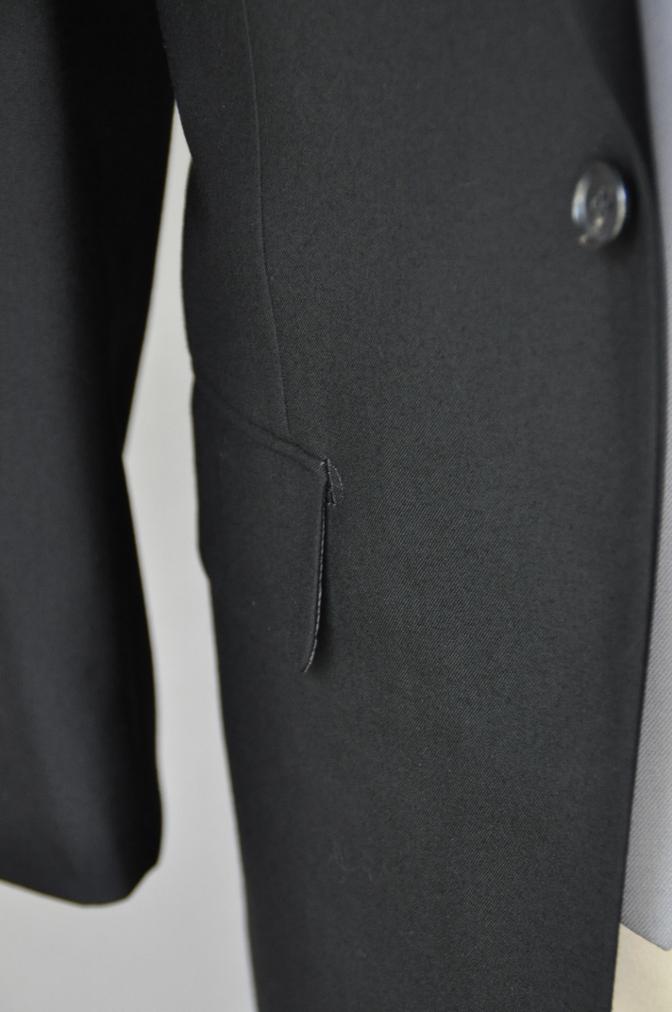 DSC0221 お客様の礼服の紹介-御幸毛織 ブラックスーツ コールパンツ グレーベスト-