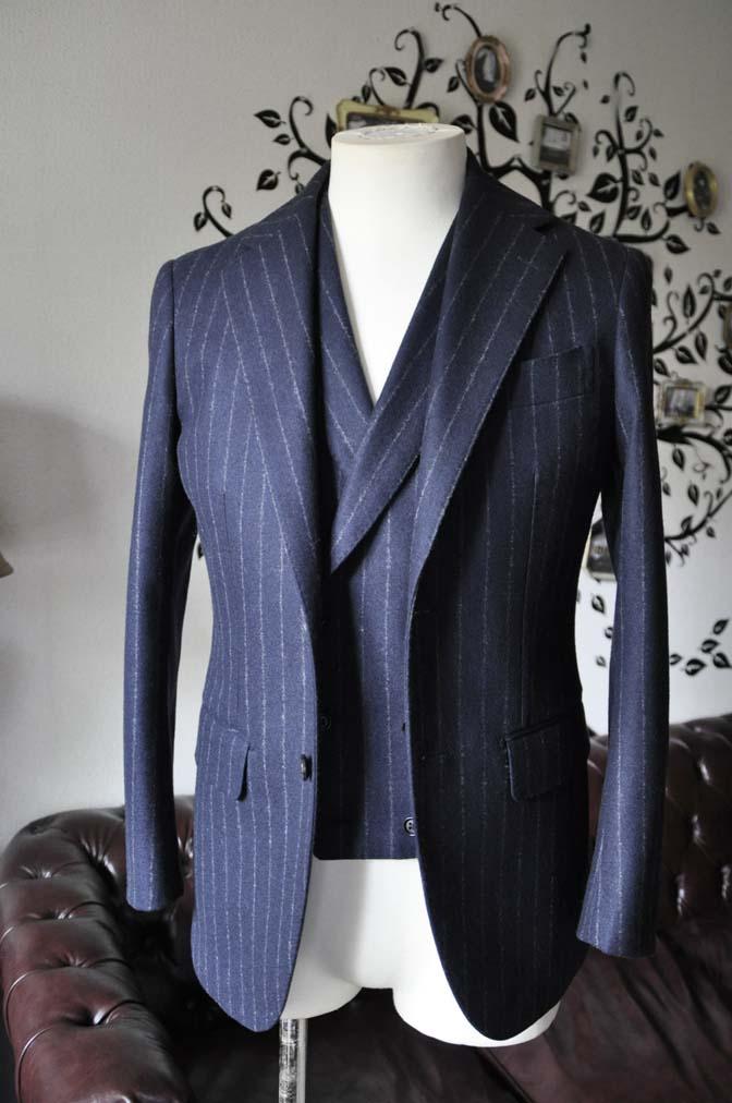 DSC0222-2 私のスーツの紹介-FOX BROTHERS フランネル ネイビーストライプ 襟付きダブルジレのスリーピース-